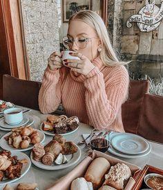 Photography Poses Women, Food Photography, Coffee Girl, Foto Instagram, Photos Tumblr, Girl Inspiration, Coffee Break, Life Is Beautiful, Girl Photos