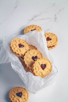 Homemade Jammie Dodgers (Vegan & Gluten-free) One of my favourite indulgent treats is Jammie Dodgers! If you don't live in the UK you may have never heard of these fun titled biscuits (also known as…