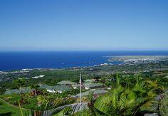 KAILUA BAY — The bay of Kailua Kona, as seen from up the hill (Mauka, towards the mountain). Photo by Travis Thurston —✿HPVR✿