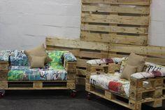 Great cette conception que nous avons trouvé, qui combine seulement 3 palettes pour créer ces super sympa fauteuils. Le siège est construit avec un Europallet entière de travail comme base, et 2 pl…
