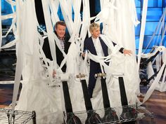 It was a toilet paper wonderland in Ellen's studio, thanks to the amazing Steve Spangler! Check out his amazing experiment, here.