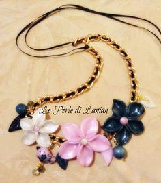 collana con fiori realizzati a mano con pasta polimerica