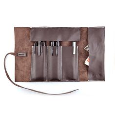 Stay organized with the RYAN Leather Pencil Case Roll. Far too often my pencils, pens, ear buds, USB drive and everything else is randomly scattered in my various backpacks. Artist Pencil Case, Pencil Organizer, Leather Pencil Case, Tool Roll, Leather Roll, Craft Bags, Pen Case, Leather Projects, Crayon