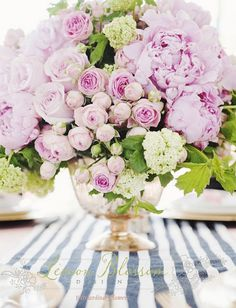 stunning floral centerpiece arrangement! #pink #flowers #centerpiece