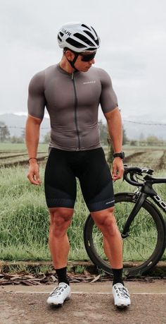 Cycling Lycra, Fit Men Bodies, Hot Country Men, Lycra Men, Female Cyclist, Bike Wear, Bicycle Girl, Poses For Men, Cycling Outfit