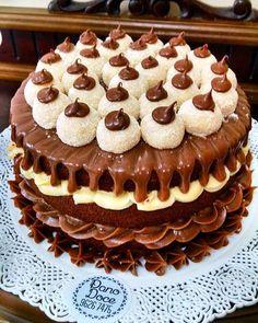 E o que seria bom em um sábado de chuva? Issooooooo  Delíiiicia de leite ninho com nutella pra derrubar qualquer dia cinzento LINDO, CHEIROSO & GOSTOSO! Nós amamos e vocês? Estaremos no whatsapp 88074476 até as 22h Um beeijo! #dodia #datarde #danoite #dofimdesemana #cake #nakedcake #leiteninho #nutella #omelhor #lindo #deli #amamos #sabado #chuva #floripa #clienteslindas #panodoce #melhortrabalhodomundo #lovenutella #boatarde #boanoite
