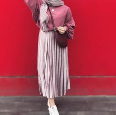 ,H I J A B + S Ok I R T season outfits season outfit concepts season trend season haul season outfits of the week season outfit for … Hijab Fashion Summer, Muslim Fashion, Modest Fashion, Fashion Outfits, Winter Fashion, Casual Hijab Outfit, Hijab Chic, Ootd Hijab, Modest Dresses
