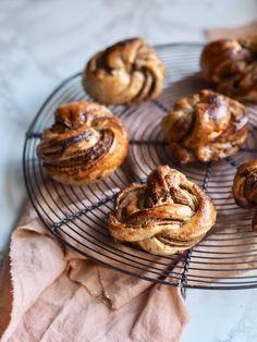 Healthy Cake, Healthy Desserts, Healthy Recipes, Healthy Cinnamon Rolls, Food Crush, Bread Bun, Easy Bread Recipes, Vegan Snacks, Food Inspiration