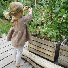 Unsere kleine Naschkatze beim Heidelbeer schnappern... Dresses With Sleeves, Gardening, Outdoor, Cats, Homes, Nice Asses, Pictures, Balcony, Outdoors