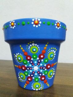 Mandala Painting, Dot Painting, Mandala Art, Painted Clay Pots, Painted Flower Pots, Mandela Rock Painting, Craft Tutorials, Craft Projects, Mosaic Planters
