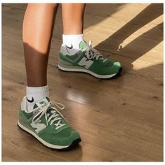 𝐅𝐨𝐥𝐥𝐨𝐰 --> 𝐟𝐫𝐞𝐝𝐝𝐢𝐝𝐮𝐡🐉 #sneakers #new #balance #women #outfit #sneakersnewbalancewomenoutfit Dr Shoes, Swag Shoes, Hype Shoes, Me Too Shoes, Shoes Sneakers, Shoes Heels, Pumps, Green Sneakers, Womens Fashion Sneakers