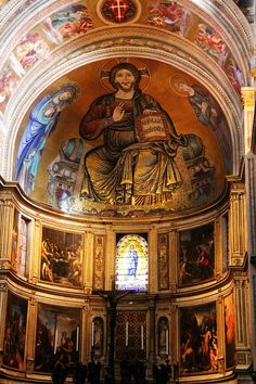 Interior ov the Baptismal in Pisa, Italy