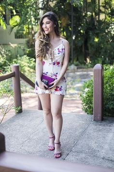 This white Lace Up Floral Romper is one of my favorite summer pieces. I love that its white and has colorful florals, which are perfect to brighten up days. Ballerinas, Cute Girl Image, Pink Wedges, Girls In Mini Skirts, Photography Poses Women, Sexy Legs And Heels, Beautiful Women Pictures, Super Cute Dresses, Floral Romper
