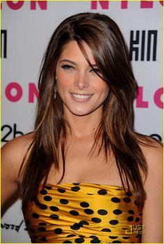 I love Ashley Greene...I want to look like her!