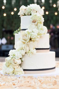 Stunningly beautiful #weddingcake