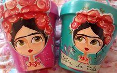 Painted Flower Pots, Painted Pots, Hand Painted, Flower Pot Crafts, Clay Pot Crafts, Diy Arts And Crafts, Crafts To Make, Plastic Bottle Art, Flower Pot Design