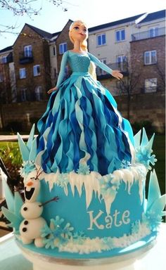 21 Disney Frozen Birthday Cake Ideas and Images – My Happy Birthday Wishes Schöne Elsa Frozen Birthday Cake Frozen Doll Cake, Elsa Doll Cake, Frozen Dolls, Elsa Frozen Cake, Elsa Birthday Cake, Frozen Themed Birthday Party, Disney Frozen Birthday, Happy Birthday, Birthday Wishes
