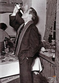 My Tommy Hilfiger NYE Paul Newman at a midnight party in Paris on New Year's Eve, 1960 Hollywood Party, Vintage Hollywood, Classic Hollywood, Paul Newman Robert Redford, Paul Newman Joanne Woodward, Streaming Hd, Portraits, The Best Films, Film Director