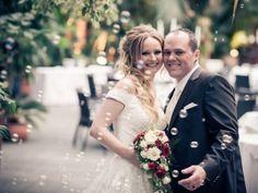 Exotik pur bei der Hochzeit von Conny & Simon im Giardino Verde! Wedding Dresses, Fashion, Outside Wedding, Wedding Photography, Getting Married, Nice Asses, Bride Dresses, Moda, Bridal Wedding Dresses