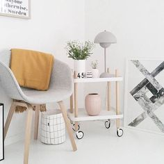 We're so in love with this gorgeous space, does anyone know who's it is? Love the Block Table by Normann Copenhagen and that Knot print is still such a favorite!  Hope everyone's having a happy Monday!