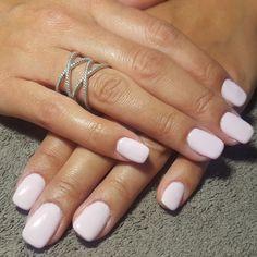 nails, accent nail, gelish, shellac, gellac, nail art, pastel, pink, plain jane