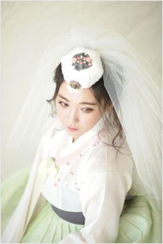 월간웨딩21 웨프 — 한복 디자이너 박은주, 글로벌문화로서 전통한복을 디자인하다.