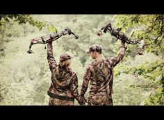 Bow Hunting - let's go take our course together ! He has to take his shotgun first so he cant do the bow hunting course yet . I will sign us up . Hunting Engagement Photos, Engagement Couple, Engagement Ideas, Hunting Couple, Bow Hunting, Hunting Wedding, Parkour, Couple Photography, Engagement Photography