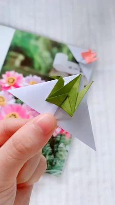 Paper Folding Crafts, Paper Crafts Origami, Diy Paper, Paper Art, Origami Cranes, Paper Cranes, Lion Head Tattoos, Kids Book Club, Paper Bookmarks