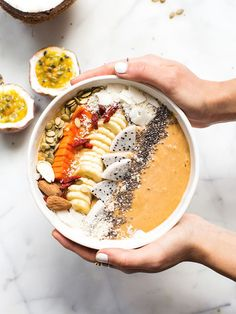 RAW LOVE'S HEALTHY BELLY SMOOTHIE BOWL   Pinned to Nutrition Stripped   Smoothie + Juice