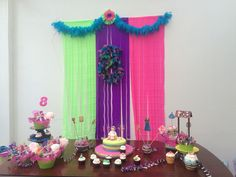 Mesa torta y dulces