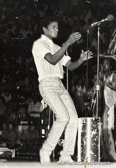 1981 - Triumph Tour | Michael Jackson - Cuteness in black and white ღ by ⊰@carlamartinsmj⊱