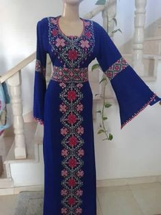 Stylish Dress Book, Stylish Dresses, Arab Fashion, Islamic Fashion, Beautiful Costumes, Beautiful Dresses, Kente Styles, Afghan Dresses, Embroidered Clothes