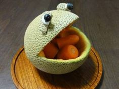 A Hungry Frog-Shaped Melon Bowl Dessert recipe step 6 photo Fruit Recipes, Dessert Recipes, Melon Ballers, Creative Food Art, Fruit Dishes, Fruit Trays, Fruit Decorations, Watermelon Rind, Recipe Steps