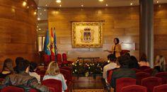 """Alumnos de Escuela Europea en el """"Salón de bodas"""" del Ayuntamiento de Oviedo"""