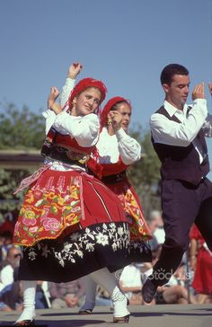 Listen to folk music and dance to it Folk Dance, Dance Art, Portuguese Wedding, Portuguese Culture, Costumes Around The World, Art Populaire, Foto Real, Lets Dance, Folk Costume