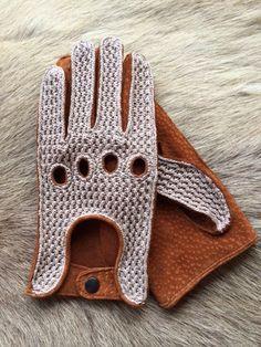 Es de conducción guantes de cuero para hombres. La parte superior de los guantes que es crochet y la palma de los guantes que es hecho por el