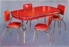 1940s dining room set.  I want this!  It is exactly like a set my great grandmother had in her kitchen.  Sunday fried chicken lunch and her special lemon-orange iced tea make my mouth water even now when I see this table!