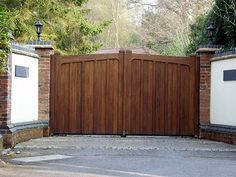 Double Wooden Driveway Gates Electric Gate