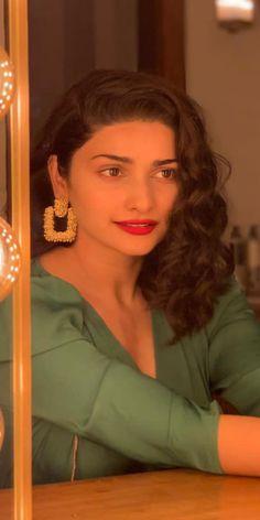 Prachi Desai Wallpapers [HD] Prachi Desai, Wallpapers, Wallpaper, Backgrounds