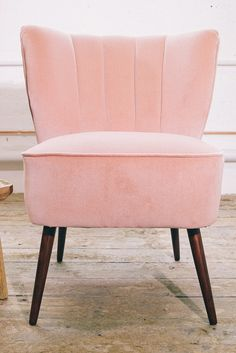 The vintage millennial pink chair of our dreams.