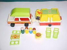 Vintage Little People Camper. Absolutely one of my favorite toys! Fisher Price Toys, Vintage Fisher Price, Childhood Toys, Childhood Memories, Vintage Toys, Retro Vintage, Car Camper, Old School Toys, Back In My Day