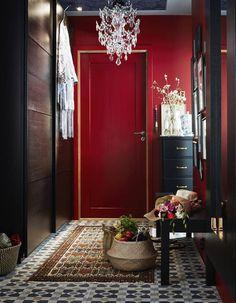 Peindre Son Couloir Via Des Murs Rouges Entryway Ikea Hallway Red Interior Design