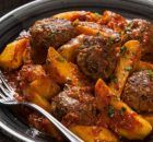 Μπριζολάκια Αλ Λιμόνε | Συνταγές - Sintayes.gr Pot Roast, Tandoori Chicken, Beef, Ethnic Recipes, Food, Mediterranean Style Kitchen Designs, Carne Asada, Meat, Roast Beef