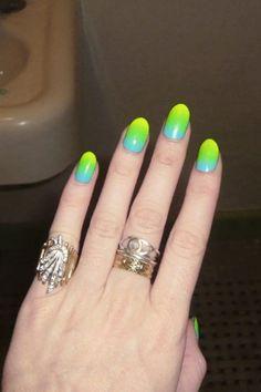 21220516-neon-nail-designs