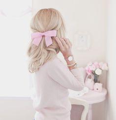 Feminine soft, feminine blog, feminine style, off the shoulder, romantic style, feminine outfits, girly outfits, bow, hairbow, hairstyles