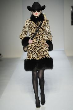 Moschino Fall 2010 Ready-to-Wear Fashion Show - Lindsey Hoover