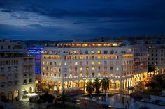 Majestic: this word is not an overstatement when it comes to the Electra Palace hotel in Thessaloniki. Built in one of the most impressive city squares of Greece, Aristotelous Sq., facing the endless sea of the Thermaikos Gulf, its architecture at once imposing and noble, it is one of the city's architectural gems.