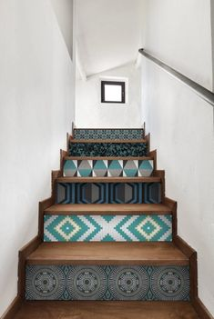 Wallpaper Trends 2019 for Interior Decoration Painted Stairs, Wooden Stairs, Modern Staircase, Staircase Design, Staircase Ideas, Tile Stairs, Interior Stairs, Deco Design, Picture Design