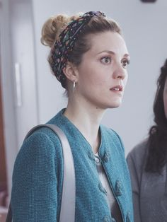 Evelyne in Trop la série Evelyne Brochu, Orphan Black, American Pride, Famous Women, Business Women, Movies And Tv Shows, 13 Reasons, Inspiring Women, Lady