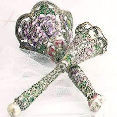 tussie mussie (flower holder for bouquets)
